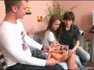Adolescenta gets ei pizda checked