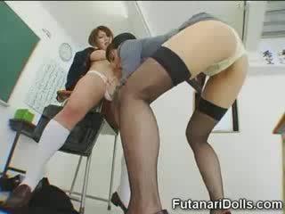 Futanari ひよこ gets sucked!