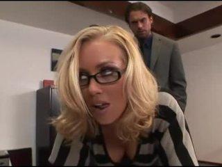 Nicole aniston ofisas