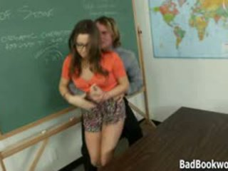 Blackmailing the nauczycielka do pieprzyć jej nastolatka cipka