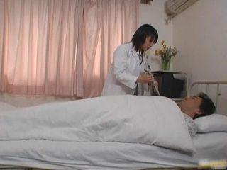 Oriental médico paciente porno vid