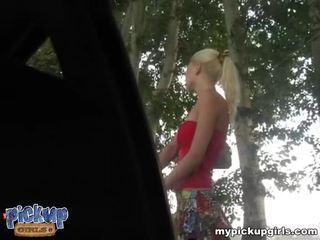 Loira amadora shows dela nua corpo para dinheiro vídeo