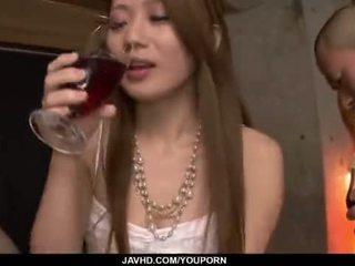 Kazumi nanase feels verscheidene men neuken haar cherry
