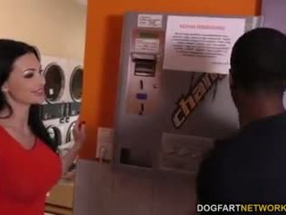 Aletta ocean does anale në the laundromat