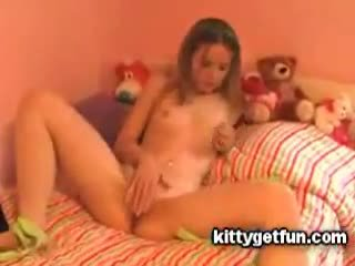 Kitty πάρει διασκέδαση: χαριτωμένο έφηβος/η masturbates σε αυτό ελεύθερα κανάλι βίντεο