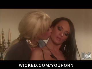 Kuum big-tit pornstars alektra blue & tanya tate fuck nende pussies