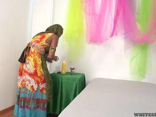 Bela indiana esposa a chupar muscle pénis
