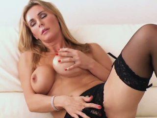 Tanya-t - porno video 861