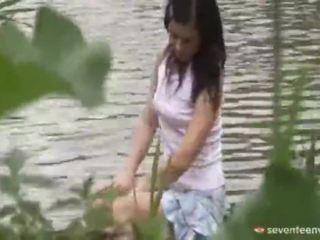 Právne vek teenagerage dievča vnútri the loď