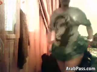 ぽってり arab ティーン flashes 彼女の ティッツ と プッシー