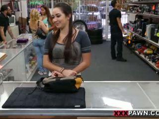 Karlee agrees para caralho para extra dinheiro
