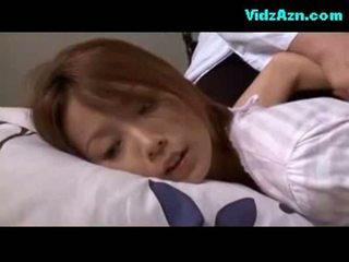 Mature femme rapped chatte fingered baisée sur la lit