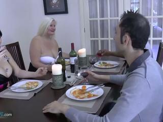 Agedlove vecmāmiņa apaļas lacey zvaigzne met viņai friends: porno d9