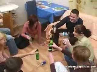 Pijane seks impreza zawsze leads do brudne orgia