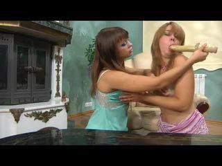 Lama wanita-wanita kiss wanita-wanita mov dengan liar web pelakon prono salome, irene, elvira