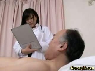 Jap hottie medicinska sestra gets umazano