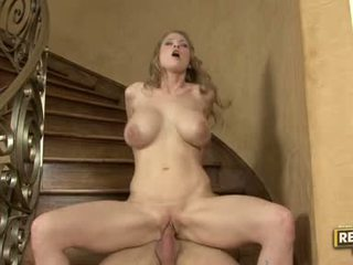 Seks ślicznotka abby rode slamming jej constricted bald cipka na a rock ciężko cipka