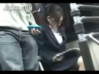 Kontors lady seduced körd av geek på tåg