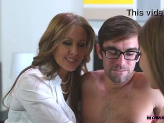 Korak mama fucks sin v vroče trojček