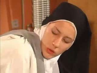 Humide abricot nonne anal baisée par la priest