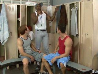 Trainer ja hänen boys. alexander garrett, diesel washington ja steven ponce
