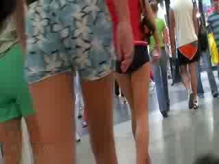 ザ· 角質 ビデオ featuring ザ· 全体 会社 の アマチュア dolls wearing ザ· セクシー pants