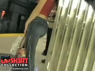 Já levý můj skrytý práce v the underground a chycený tento roztomilý dívka v těsný džíny