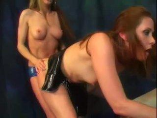 Alexandra selyem és neki forró segg barát élvezd egy bit a strap tovább fasz akció