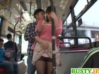 Hana haruna грудаста sucks shlong в автобус