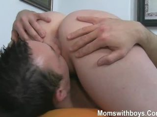 Огромен цици и анално играя с горещ възрастни дама