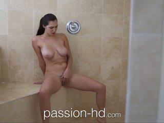 Passion-hd gadis onani di pancuran air gets kacau