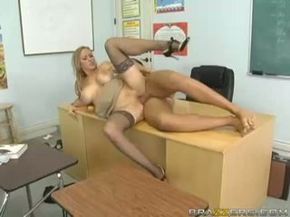 Breasty abby rode acquires ei micuta pasarica nailed greu și takes impure cumblast