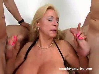 Breasty prostitutas echo valley alternately blowing 2 cocks com tudo dela prazer
