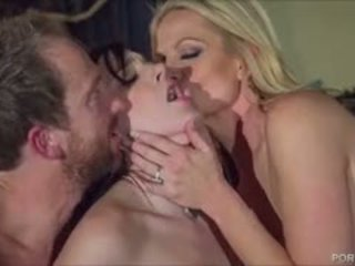 Sexy goth chick pleases kelly madison en haar hubby