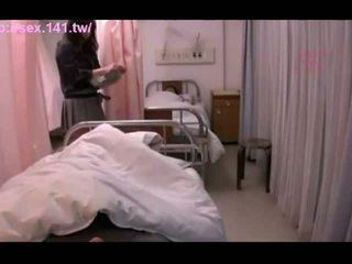 Seksowne japońskie mamuśka moans podczas being porked ciężko