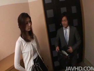 Ištvirkęs businessman seduces seksualu puma