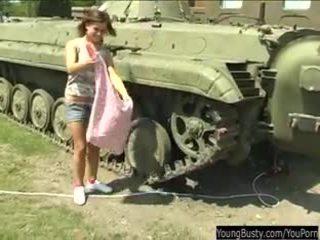 巨乳 青少年 alexa 玩具 twat 在 tank