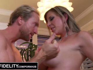 Pornfidelity - 大 山雀 徐娘半老 sara jay 和 kelly 使 ryan 附帶 三 times - 色情 視頻 261