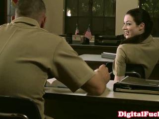 เล็ก เกี่ยวกับทหาร ผู้หญิงสวย stoya ออฟฟิศ demands ใช้ปาก จาก ส่วนตัว