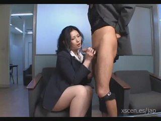 Chinami sakai ญี่ปุ่น เลขานุการ gives a ร้อน ใช้ปากกับอวัยวะเพศ