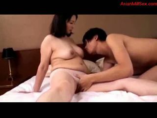 Diwasa woman getting her susu rubbed fingered by young guy o