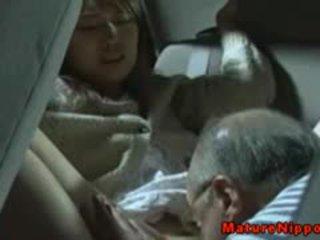 জাপানী পুর্ণবয়স্ক মিলফ gets oralsex