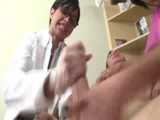 الطبيب و assistant مص ال patients شاق كوك خلال زيارة