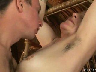 Vanaema ja poiss enjoying kuum seks