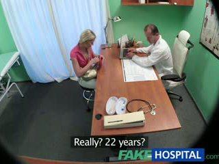 Fakehospital karcsú picsa wants szex -val doktor