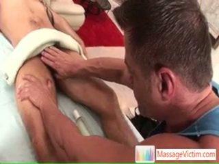 Jake getting seine riese schwanz massaged und sucked von massagevictim