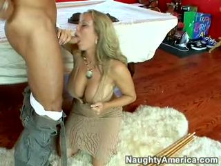 Våt het porn amber lynn bach hooks en powerful pole i henne steamy mun
