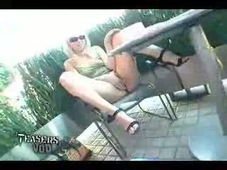 ページ 公共 アップスカート ビデオ