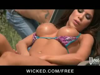 Сонце tanning beauty aleksa nicole є double penetrated по the басейн