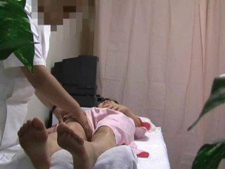 Spycam en masaje habitación mujer follada parte 1